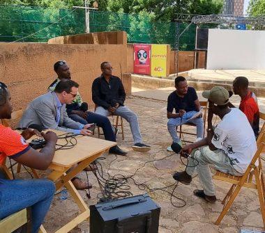 """Les invités à l'enregistrement de l'émission """" Tous à la fada """" au CCFN Jean Rouch de Niamey / Studio Kalngou"""