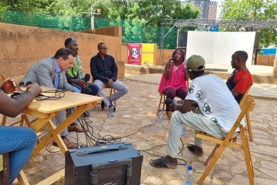 """Les invités de à l'émission """" Tous à la fada """" au CCFN Jean Rouch de Niamey / Studio Kalngou"""