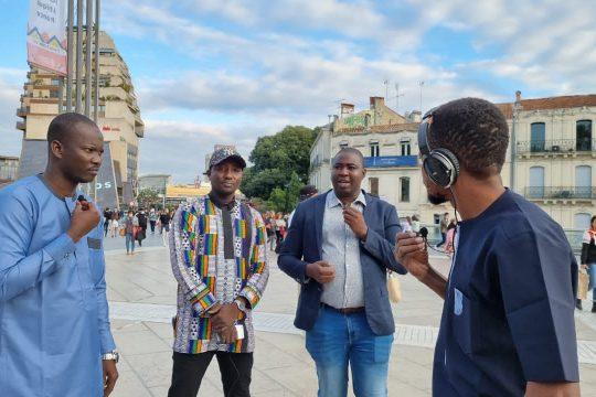 """Les différents invités de l'émission """" Tous à la fada"""" avec le présentateur, Don D à la place de la comédie de Montpellier."""